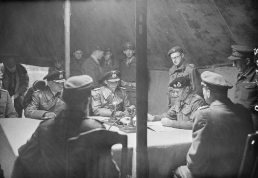 kapitulacja Doenitza przed Motngomerym