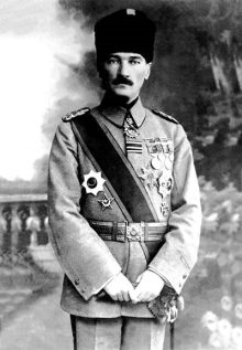 Mustafa_Kemal_Atatürk_(1918)