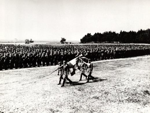 15 lipca 1943 roku, wyprowadzenie sztandaru 1. Dywizji Piechoty im. Tadeusza Kościuszki