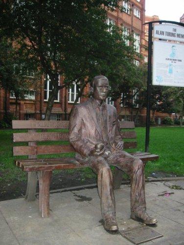 Pomnik Alana Turinga Sackville Gardens w Manchesterze