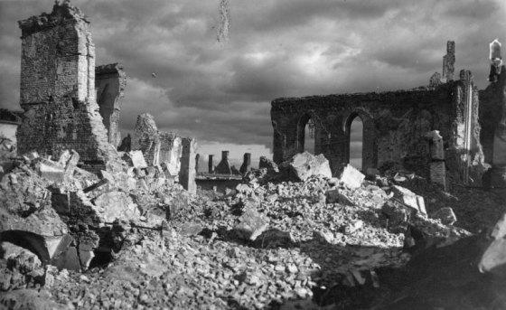 powstanie_warszawskie_zniszczona 1944