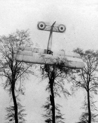 awaryjne lądowanie francuskiego pilota
