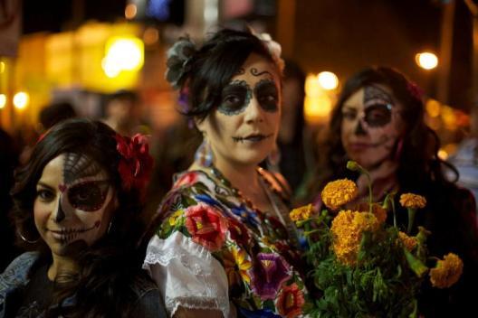 Podczas Dia de los Muertos  często ludzie charakteryzują się na umarłych San Francisco.jpg