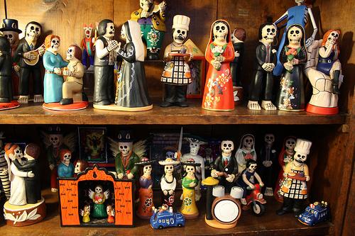 Różne meksykańskie figurki z symboli śmierci  flickriver com geko1973.jpg