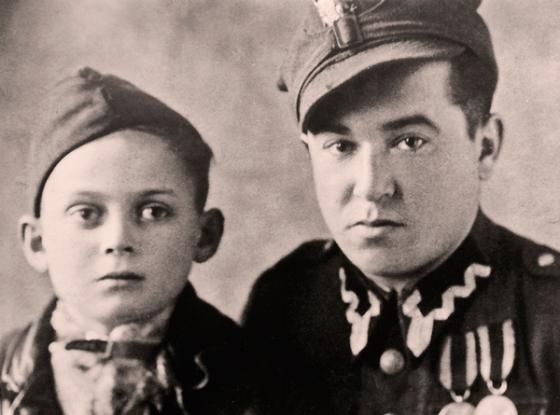 Thomas Burgenthal z żołnierze z 1. Dywizji Kościuszkowskiej