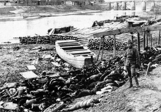 ciała zamordowanych podczas masakry nakińskiej 1937