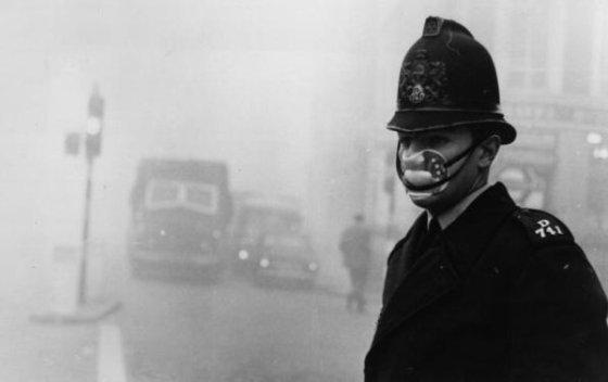 Londyński wieli smog 1952 policjant