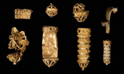 małe złoty ozdoby z XVI wieku