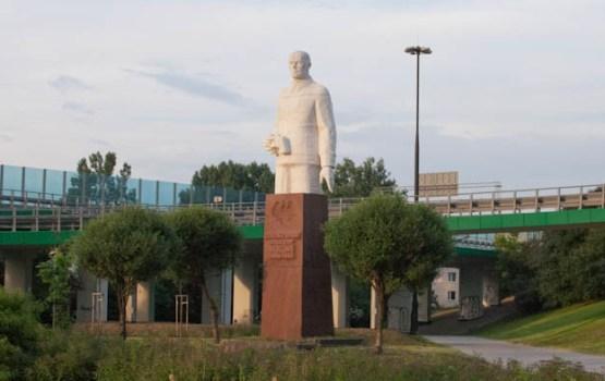 pomnik-zygmunt-berling