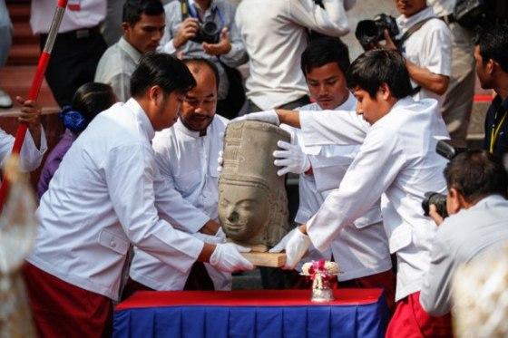 głowa pomnika Harihary