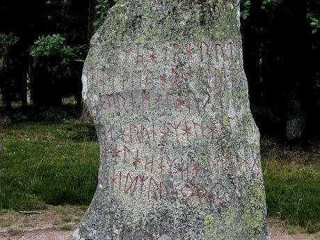 Inskrypcja-z-kamienia-runinczego-z-Björketorp