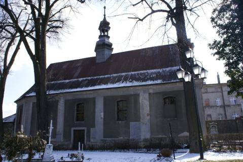 kaplica-cmentarna-zabkowie-slaskie-zima1