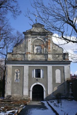 kaplica-cmentarna-zabkowie-slaskie-zima2