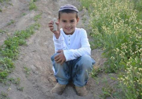 7-letni-chlopiec-z-figurką