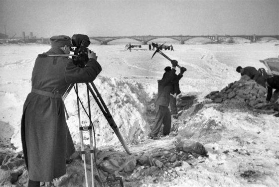 skuwanie lodu przy wisle podczas zimu w lutym 1948 roku