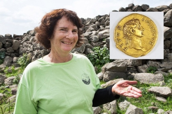 Laurie Rimon with the gold coin
