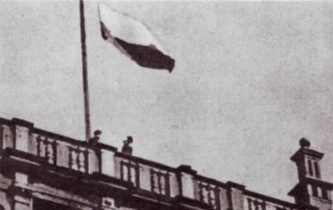polska flaga dwor artusa 1945 1