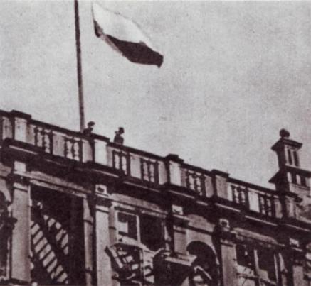 polska flaga dwor artusa 1945