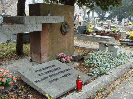 pomnik semperit 1936