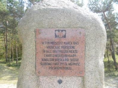 Pomnik-zaslubin-Mrzezyno-1945-2
