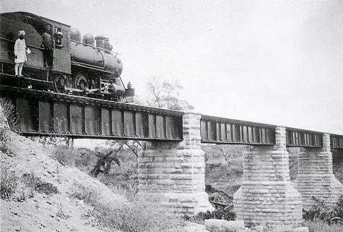 ukończony most nad Tsavo 1899