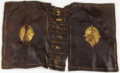 ksiazka-XVII-wieczna-z-herbem-stuartow