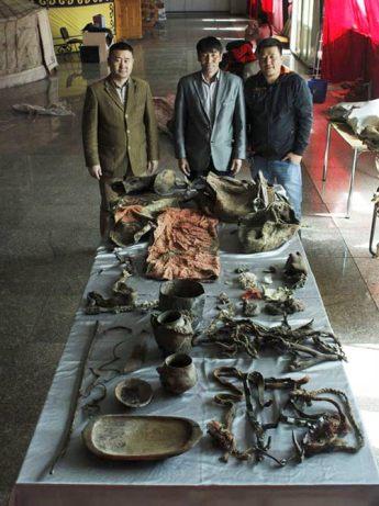 mummys-grave-artefacts-2