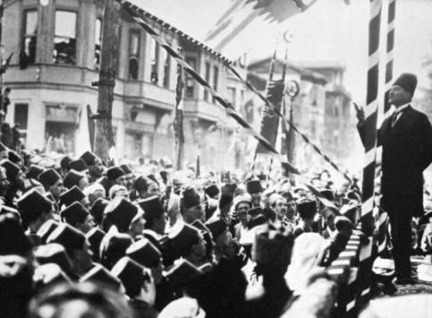 Ataturk-1924-Bursa-public