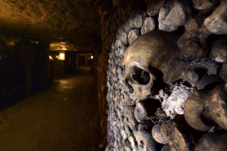 paryskie katakumby korytarze