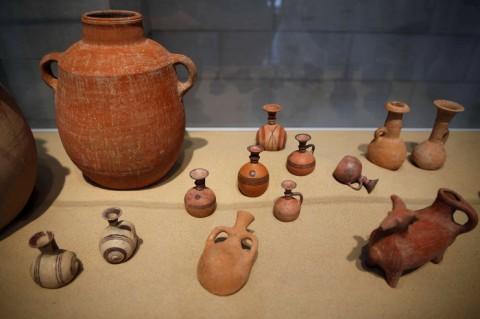 Cmentarz Flistynow 6 naczynia ceramiczne