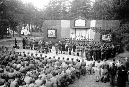 Msza odprawiona przez kapelana 1. Dywizji Wilhelma Kubsza