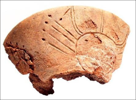 fragment kadzila z wizerunkiem slonca twarzy