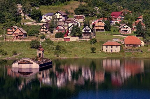 Mavrovo_lake_church_summer