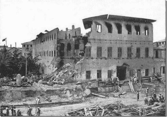 Zniszczony pałac w Stone Town po wojnie Zanzibaru z Anglią fot. Richard Dorsey Mohun