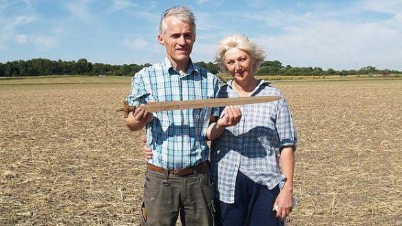 Para amatorów archeologów i miecz z epoki brązu Svebolle