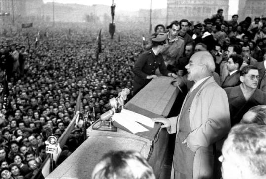 24-pazdziernika-1956-gomulka-na-wiecu