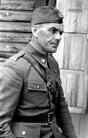Commander of the Tadeusz Kosciuszko 1st Polish division Colonel Siegmund Berling