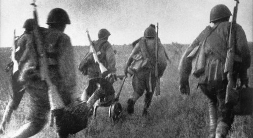 Natarcie kościuszkowców pod Lenino 1943 r., fot East News