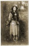 Indianka z pocztówek. Ah-Weh-Eyu, czyli Pięknykwiat