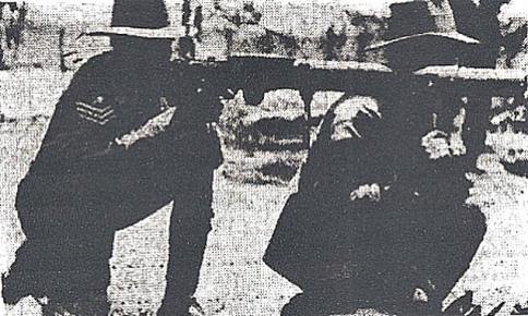 sierzant-mcmurray-i-strzelec-ohalloran-z-ckm-lewis-weterani-wojny-emu