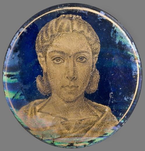 Medalion z portretem kobiety, złote szkło, III wiek, Museo Civico, Włochy.jpg