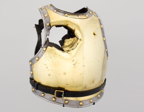 pancerz-francuskiego-zolnierza-przebity-kula-armatnia-podczas-bitwy-pod-waterloo-w-1815-roku