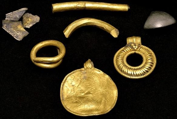 zloty-amulet-odyna-z-lolland-sprzed-1500-lat