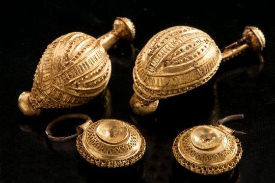 dwie-broszki-z-celtyckiego-grobu-hueneberg