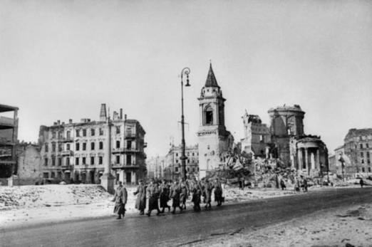 styczen-1945-roku-warszawa-plac-trzech-krzyzy-fot-narodowe-archiwum-cyfrowe