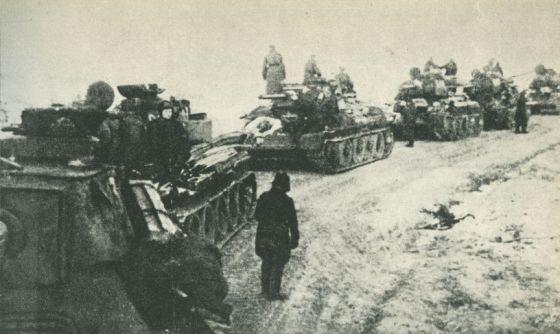 zesrodkowanie-czolgow-1-brygady-pancernej-przed-operacja-warszawska