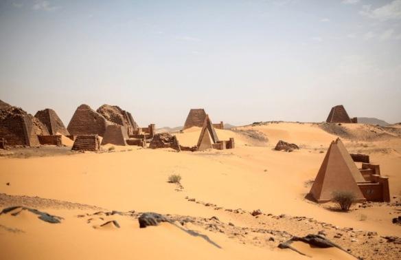 piramidy-nubijskich-krolow-kuszyckich-w-meroe-iv-w-p-n-e