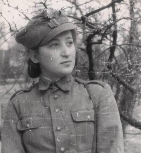kobieta zolnierz z 1 dywizji piechoty im t kosciuszki.jpg